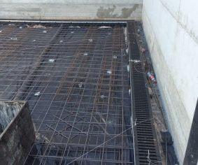 התקנת תעלת ניקוז בחניון טרום החלקת